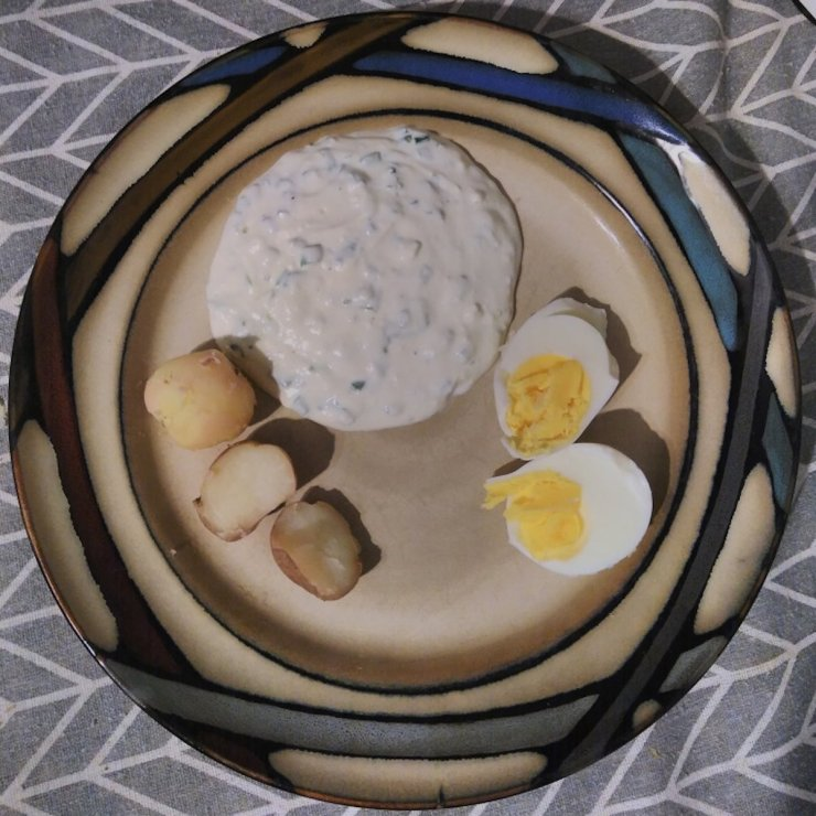 German quark with herbs, boiled eggs and potatoes