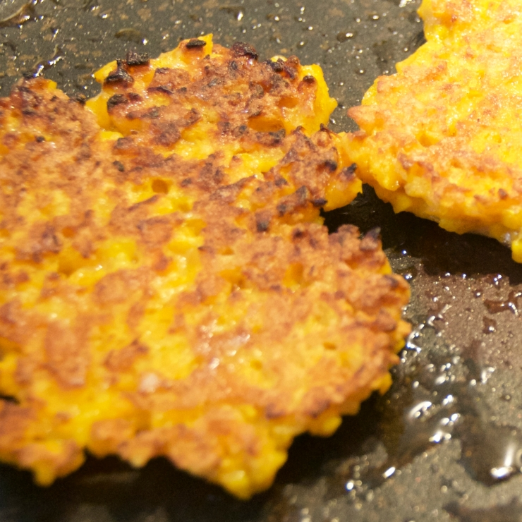 pumpkin pancakes in a pan (Kürbispuffer)