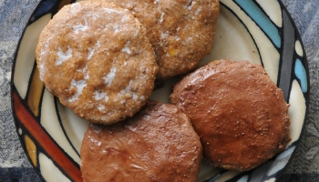 4 soft German gingerbread cookies on a plate (Elisenlebkuchen)