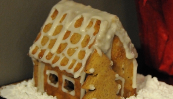 Gingerbread house with white frosting decoration