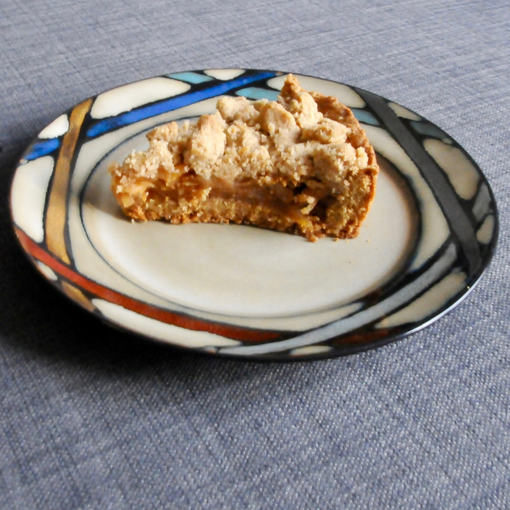 a slice of German apple crumble cake (Apfelstreuselkuchen) on a plate