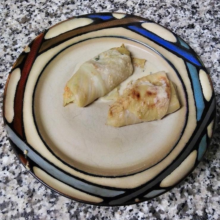 2 vegetarian cabbage rolls (vegetarische Kohlrouladen)