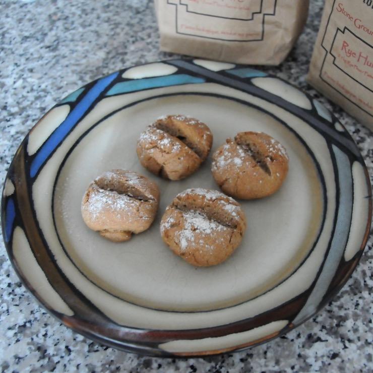4 German rye rolls (Roggenbrötchen)