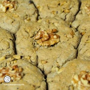 Walnut buns/rolls (Walnussbrötchen) straight from the oven